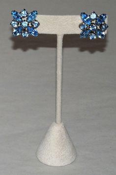 Vintage Weiss Aquamarine Multi-Faceted Pronged Rhinestone Screw-Back Earrings #Weiss #Cluster