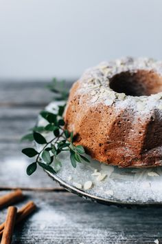 A Christmas Classic: Date Bundt Cake (gf + v) Vegan Cake, Vegan Desserts, Just Desserts, Dessert Recipes, Vegan Christmas, Noel Christmas, Christmas Baking, Christmas Food Photography, Vegan Dating