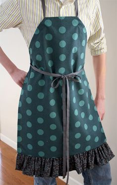 Tea Towel Apron tutorial by Skip To My Lou Sewing Aprons, Sewing Clothes, Sewing Hacks, Sewing Tutorials, Sewing Basics, Sewing Projects, Apron Pattern Free, Apron Patterns, Dress Patterns