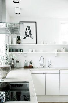 http://www.boligliv.dk/indretning/indretning/stor-familievilla-et-helt-sarligt-hus/
