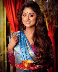 Bengali Bridal Makeup, Stylish Sarees, Indian Celebrities, Indian Beauty Saree, Beautiful Saree, Indian Ethnic, Bridal Portraits, Party Wear, Embroidery Designs