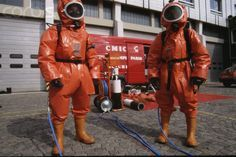Hazmat Suit, Photo Reference, Canada Goose Jackets, Overalls, Winter Jackets, Suits, Astronaut, Latex, Outfit