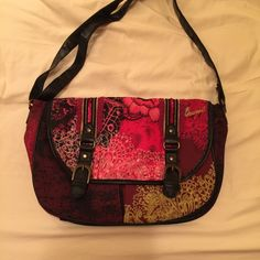 Desigual shoulder bag Cloth shoulder bag used twice. Excellent condition. Desigual Bags Shoulder Bags