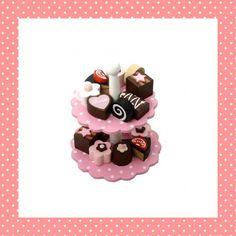 De Kinderkookshop - Roze etagere vol met bonbons,  leuk voor kinderkeukentje! Bijna jammer dat hij van hout is, mmm...