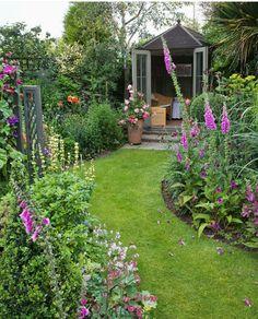 Cottage Garden Ideas Tips and Backyard Garden Layout Courtyards. Backyard Garden Landscape, Small Backyard Gardens, Diy Garden, Small Gardens, Dream Garden, Backyard Landscaping, Outdoor Gardens, Small Garden Plans, Backyard Ideas