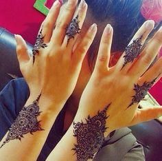 Henna ( I like to think these tattoos as definitive. Are beautiful. Mehndi Desing, Mehndi Art, Henna Art, Heena Design, Arabic Henna, Henna Designs Easy, Latest Mehndi Designs, Beautiful Henna Designs, Mehndi Tattoo