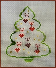 Christmas tree with heart ornaments Cross Stitch Christmas Cards, Xmas Cross Stitch, Just Cross Stitch, Cross Stitch Cards, Beaded Cross Stitch, Cross Stitching, Cross Stitch Embroidery, Free Cross Stitch Charts, Stitch Book