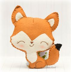 This PDF hand sewing pattern will give you instructions and patterns to make the fox pictured    Size: 5 approximately.    Language: English   THIS IS NOT A FINISHED DOLLS.    THIS PDF e-Pattern includes:  . Step by step photo tutorial.  . A material and supply list.  . Full size pattern