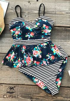 7ecf8c41021 Garden Explorer Print Bikini Set - Cupshe - This bikini set will keep a  smile on your face.
