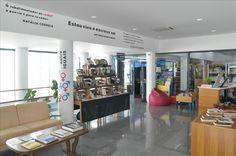 Receção. Biblioteca Municipal de Figueiró dos Vinhos (Portugal).