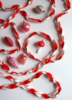 Don't know how to make it, but a twisted felt garland would look amazing on our tree.