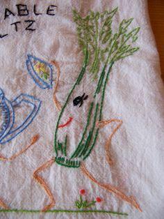 vegetable waltz kitchen towel por ricracandbuttons en Etsy