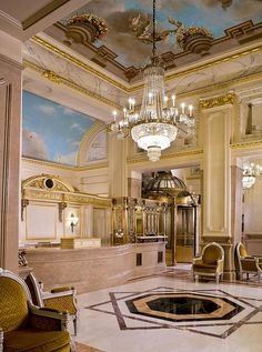 St Regis Hotel New York, .the lobby looks exactly the same at the St. Regis Dana Point, CA. New York Hotel Interior Designs Restaurant Design, Hotels And Resorts, Best Hotels, Lobby Do Hotel, Piscina Hotel, Lustre Led, Restaurants, New York Hotels, Hotel Interiors