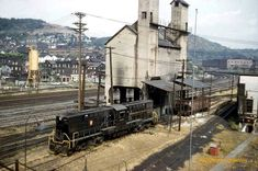 Pennsylvania Railroad facilities in East Conemaugh Borough, Cambria County on October 1959 Johnstown Flood, Long Island Railroad, Railroad History, Pennsylvania Railroad, Old Trains, Train Pictures, Diesel Locomotive, The Good Old Days, Train Station