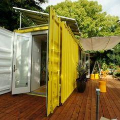 Ce conteneur jaune citron agit comme un anti-dépresseur sur tous ceux qui ont le bonheur de pénétrer à l'intérieur - Les Maisons