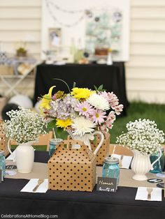lots of ideas for a backyard graduation party, with boxed lunches, a personalized table runner, and more!