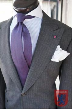 Details by British Style Suit Fashion, Daily Fashion, Mens Fashion, Dressed To The Nines, Well Dressed Men, Pinstripe Suit, Elegant Man, Hot Outfits, Suit And Tie