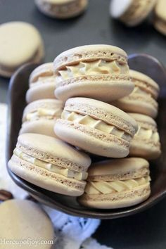 Turned out well! I filled them with Nutella instead of the coffee buttercream Macarons (Italian Method). Turned out well! I filled them with Nutella instead of the coffee buttercream. Just Desserts, Delicious Desserts, Yummy Food, Tea Cakes, Baking Recipes, Cookie Recipes, Macaroon Cookies, Shortbread Cookies, Sugar Cookies