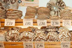 Traditional Finnish bread, the rye bread | Ruisleipä, Suomi