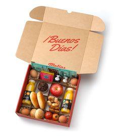 Brunch.  Todos los días a domicilio.  Desayuno para regalar o para disfrutar. Fruit Packaging, Food Packaging Design, Brunch, Snack Box, Lunch Box, Breakfast Basket, Graze Box, Party In A Box, Banana Split