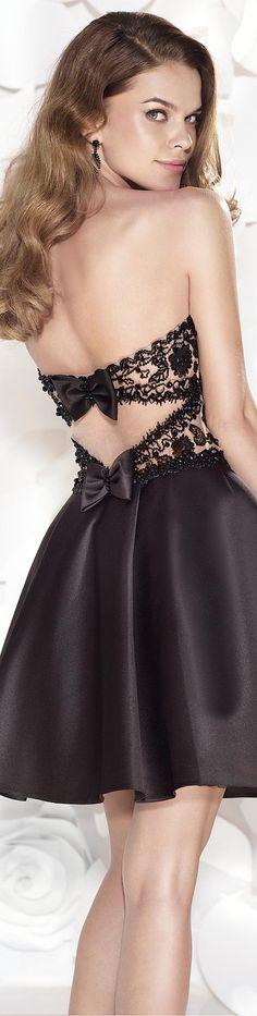 Tarik Ediz 2015 jaglady Love accents on the back of dresses. Beautiful Gowns, Beautiful Outfits, Gorgeous Dress, Homecoming Dresses, Bridesmaid Dresses, Dress Prom, Wedding Dress, Lingerie Look, Short Dresses