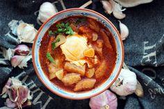 Sopa de ajo czyli hiszpańska zupa czosnkowa. Mocno tłusta i bardzo pikantna. Taka ma być i taka smakuje najlepiej :)