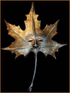 Leaf-shaped Venetian mask by Magic of Venezia