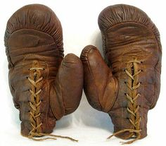 BOXING: Old Antique Vintage Early 1900′s Reach Black Tag Leather Boxing Gloves
