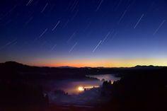 新しい1日を素晴らしい朝焼けの絶景を見て迎えるのはどうでしょうか。夕焼けは多くの人が注目されがちですが、朝焼けも夕焼けに負けず劣らず素晴らしいんです。今回はそんな日本全国の朝焼けの絶景スポットを紹介します。