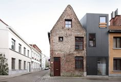 I like the old one better. Gelukstraat / Dierendonck blancke Architecten