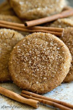 Saigon Cinnamon Ginger Cookies - A Family Feast® Saigon Cinnamon Ginger Cookies - Sweet crunchy-chewy sugar cookies with cinnamon and ginger flavor! Some of the best cookies I've ever eaten! Chewy Sugar Cookies, Ginger Cookies, Cookies Et Biscuits, Yummy Cookies, Cinnamon Cookies, Fall Cookies, Pumpkin Spice Cookies, Thanksgiving Cookies, Molasses Cookies