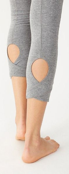 Cute yoga pants Make sure to check out my fitness tips, nutrition info and… Sport Fashion, Look Fashion, Fitness Fashion, Fitness Wear, Fitness Tips, Yoga Wear, Gym Wear, Fru Fru, Mein Style