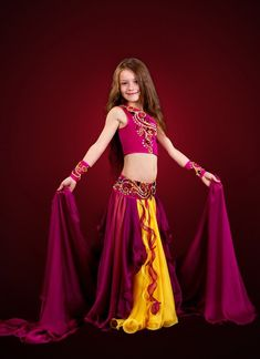 Foto Cute Little Girl Dresses, Beautiful Little Girls, Beautiful Girl Photo, Cute Little Girls, Dance Outfits, Dance Dresses, Girls Dresses, Belly Dance Outfit, Belly Dance Costumes