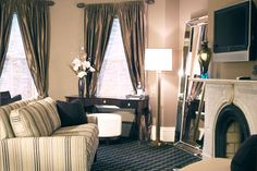 The Clarendon Luxury Suite at the Clarendon Square Inn