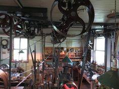 OLD STEAM POWERED MACHINE SHOP 39  oversize steam engine piston - YouTube