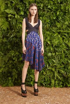 Stella McCartney 2015 Resort - New York Elizabeth Street Garden'da sunumu yapılan Stella McCartney Resort 2015 koleksiyonu: