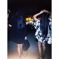 Bild über We Heart It #bestfriends #budapest #longhair #nightout #outfit #sisters #instagram #dzhuliyalam #tutuhuyenn