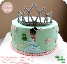 Torta La Princesa y el Sapo. Tiana y corona en 2D en pasta de goma. Pedidos pasteleriasweetsweet@yahoo.com.ar facebook.com/sweetsweetpasteleria #princesayelsapo #tiana #tortatiana #disney #tianacake #tortaprincesayelsapo #laprincesayelsapo #tianascake