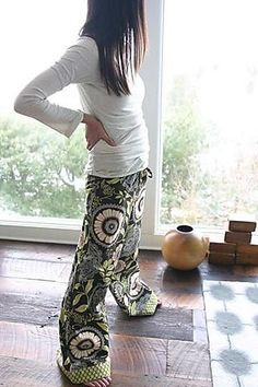 PJ's Tutorial with amy butler fabric. I heart Amy Butler these days. I want to do some girly pillows with her fabric Sewing Hacks, Sewing Tutorials, Sewing Patterns, Tutorial Sewing, Sewing Ideas, Fabric Crafts, Sewing Crafts, Sewing Projects, Diy Clothing
