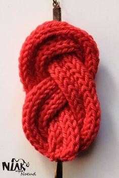 NOEUD  bracelet tricoté rouge