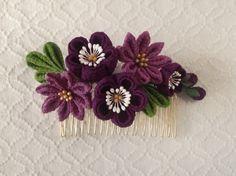 〈つまみ細工〉梅と小菊のコーム(紫と若紫)|ヘアアクセサリー|PAPER MOON|ハンドメイド通販・販売のCreema