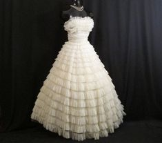 Vintage 1950's 50s Bombshell STRAPLESS Ivory Tiered Chiffon Organza Lace Party Prom Wedding DRESS Gown