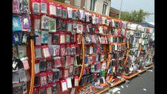 On trouve de tout au marché de Saint-Pol-sur-Mer, des primeurs aux coques de téléphones portables.
