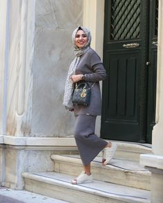 How to layering with hijab – Just Trendy Girls Hijab Look, Hijab Style, Hijab Chic, Muslim Women Fashion, Modest Fashion, Long Skirt Hijab, Modest Outfits Muslim, Hijab Outfit, Girl Hijab
