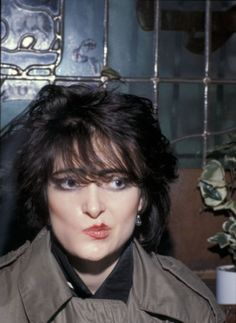 Siouxsie: who wants a free kiss? <3 <3 Me: I do. #SiouxsieSioux #70sSiouxsie