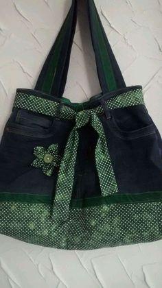 Old Jeans Bag: Como fazer - Costura - Denim Handbags, Denim Tote Bags, Denim Purse, Jean Crafts, Denim Crafts, Denim Bag Patterns, Jean Purses, Denim Ideas, Old Jeans