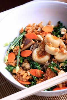 Kale, Tofu and Cashew Stir-Fry by Jeff and Erin's pics, via Flickr...use g/f tamari and rice noodles to make this g/f