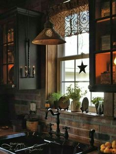 Traditional country kitchens are a design option that is often referred to as being timeless. Over the years, many people have found a traditional country kitchen design is just what they desire so they feel more at home in their kitchen. Primitive Homes, Country Primitive, Primitive Country Decorating, Primitive Crafts, Primitive Christmas, Kitchen Ikea, Rustic Kitchen, Kitchen Country, Primitive Kitchen Decor