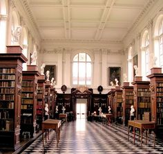 The Wren Library at Trinity College in Cambridge, England. It was designed by Christopher Wren in 1676 and completed in The library is a single large room built over an open colonnade on the ground floor of Nevile's Court Cae Cambridge, King's College Cambridge, Cambridge Student, Cambridge England, Cambridge University, Cambridge Pavers, Cambridge Boston, Cambridge Library, England Uk