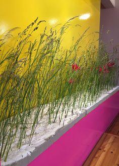 Gräser in Windrichtung gesetzt, florales Objekt von Monia Nieland, http://www.straussbar.de/